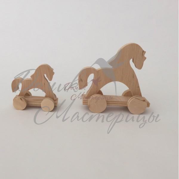Лошадки на платформе