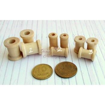 Маленькие деревянные катушки